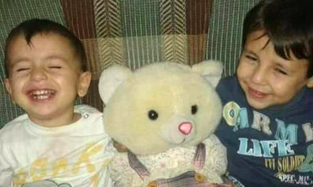 Aylan Kurdi and his older brother, Galip. (Photograph: Twitter)